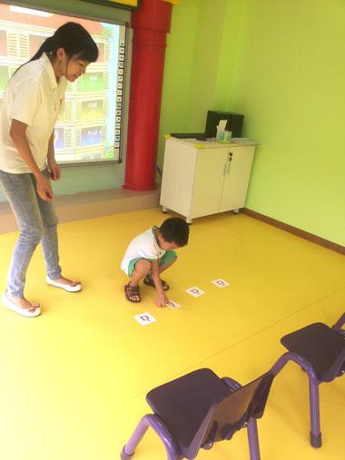 成都托马斯学习馆开业-认真上课的孩子们