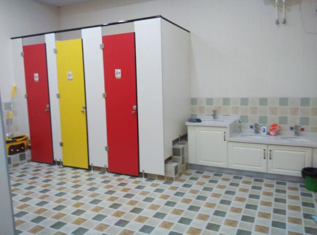 托马斯学习馆秦皇岛校-敞亮的卫生间