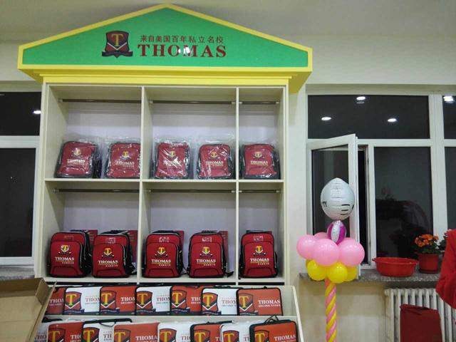 托马斯学习馆赤峰校-书包展示柜