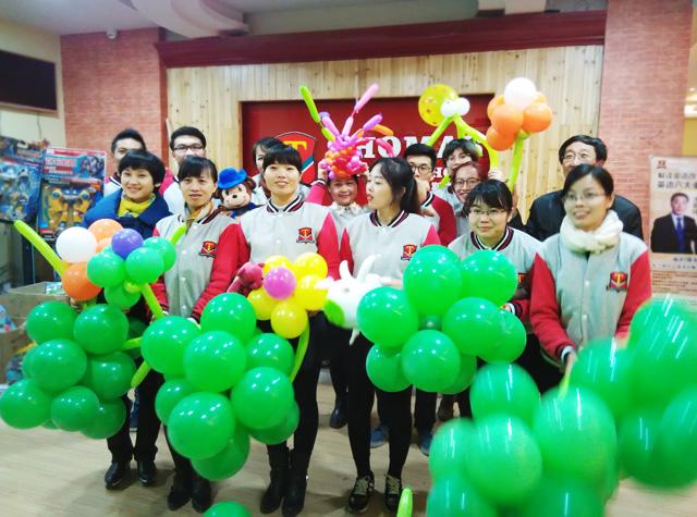 广西柳州托马斯学习馆开业-团队合影
